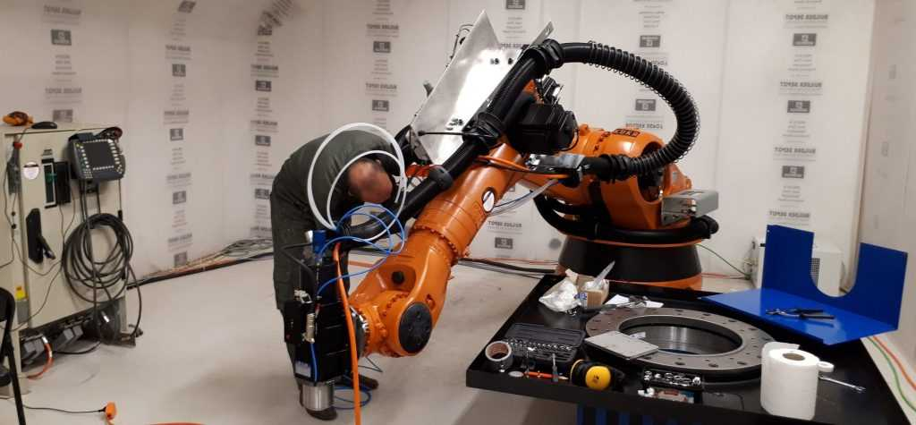 Robot Milling Systems Real Case Study Phoenix Control